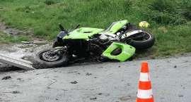 Jechał motorem nietrzeźwy i bez uprawnień. Wypadł z drogi.