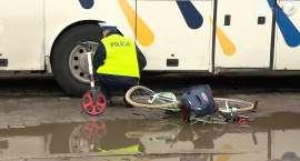 Matka z dzieckiem została wciągnięta pod autobus we Wrocławiu. Kobieta nie przeżyła