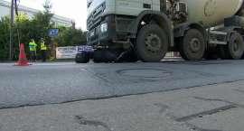 Jechał skuterem, wpadł pod betoniarkę. Tragiczny wypadek we Wrocławiu
