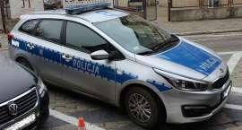 Policjanci pilotowali do szpitala samochód z rodzicami wiozącymi 7 – miesięczne dziecko będące w sta