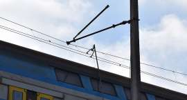 Zerwana sieć trakcyjna pod Szklarską Porębą. Pociąg z Poznania utknął na trasie