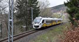 Odwołane pociągi do Szklarskiej Poręby. Skradziono sieć trakcyjną