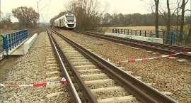 Pociąg potrącił kobietę z dzieckiem, oboje nie żyją (zdjęcia +video)