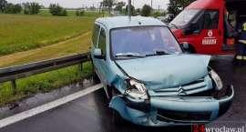 Zderzenie dwóch aut na wjeździe na autostradę A4