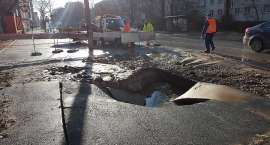 Prace związane z usuwaniem awarii na ul.Hubskiej wciąż trwają.