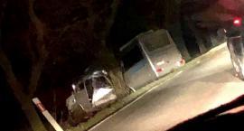 Autokar uderzył w drzewo