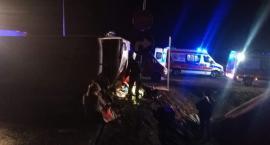 Tragedia na trasie S3. Przewrócił się autokar. Jedna osoba nie żyje, 30 jest rannych.