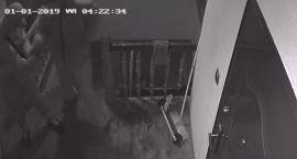 Podpalili drzwi od mieszkania