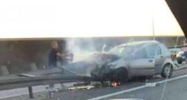 Na AOW auto rozbiło się na barierach