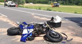 Rpzpędzony motocykl wpadł na auto osobowe
