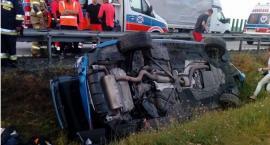 Na autostradzie A4 auto wypadło z drogi i dachowało