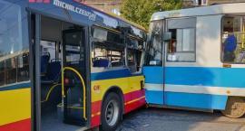 Tramwaj uderzył w autobus na Tarnogaju