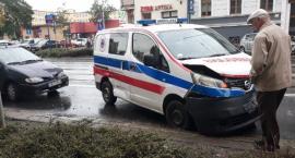 Zderzenie trzech aut na Traugutta. Zablokowane torowisko tramwajowe