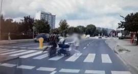 Motocyklista potrącił wózek z dzieckiem