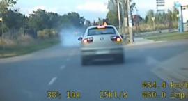 Driftował na drodze. Nie wiedział, że jadą za nim policjanci