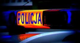Samochodem uderzył w drzewo i pojechał dalej. Namierzyli go policjanci i okazało się, że ma ponad 2.6 promila alkoholu w organizmie