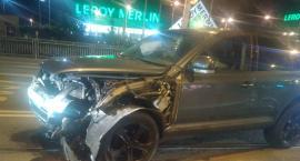 Wypadek na Krakowskiej. Rozbite auta zablokowały torowisko.