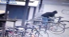 Kradzież w oku kamery. Zasłonięta twarz nie pomogła ukryć się sprawcy, wpadł w ręce policjantów [FILM]