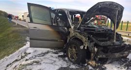 Na autostradzie A4 pod Wrocławiem spłonęło auto osobowe