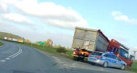 Ciężarówką do rowu w Oławie