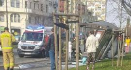 Makabryczny wypadek na Zaporoskiej. Samochód staranował przystanek. Kierowca uciekł. Trwa obława.