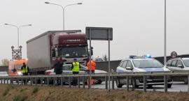 Kolizja na AOW Peugota z samochodem ciężarowym