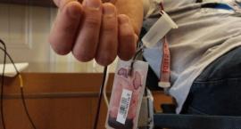 """Honorowi dawcy sprawili prezenty potrzebującym. 22 """"Mikołajów"""" uzbierało prawie 10 litrów krwi"""