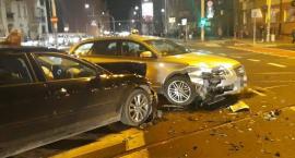 Zderzenie dwóch Audi na Wyszyńskiego z Sienkiewicza