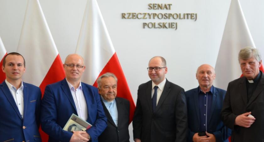 Kultura, Przedstawiciele gminy Kowala wystawie poświęconej księdzu Kotlarzowi - zdjęcie, fotografia