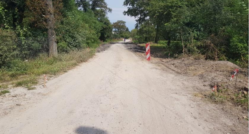 Inwestycje, Budowa ciągu pieszo jezdnego miejscowości Kowalówka [FOTO] - zdjęcie, fotografia