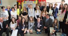 Gimnazjaliści z Parznic zwycięzcami Turnieju Wiedzy o Powiecie Radomskim [GALERIA]