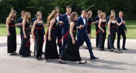 Odtańczyli poloneza na zakończenie roku szkolnego [FOTO]