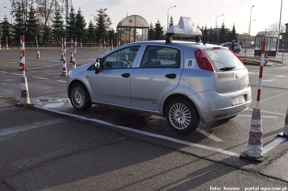 Drogi i ulice , Blisko osób podchodziło egzaminu prawo jazdy - zdjęcie, fotografia