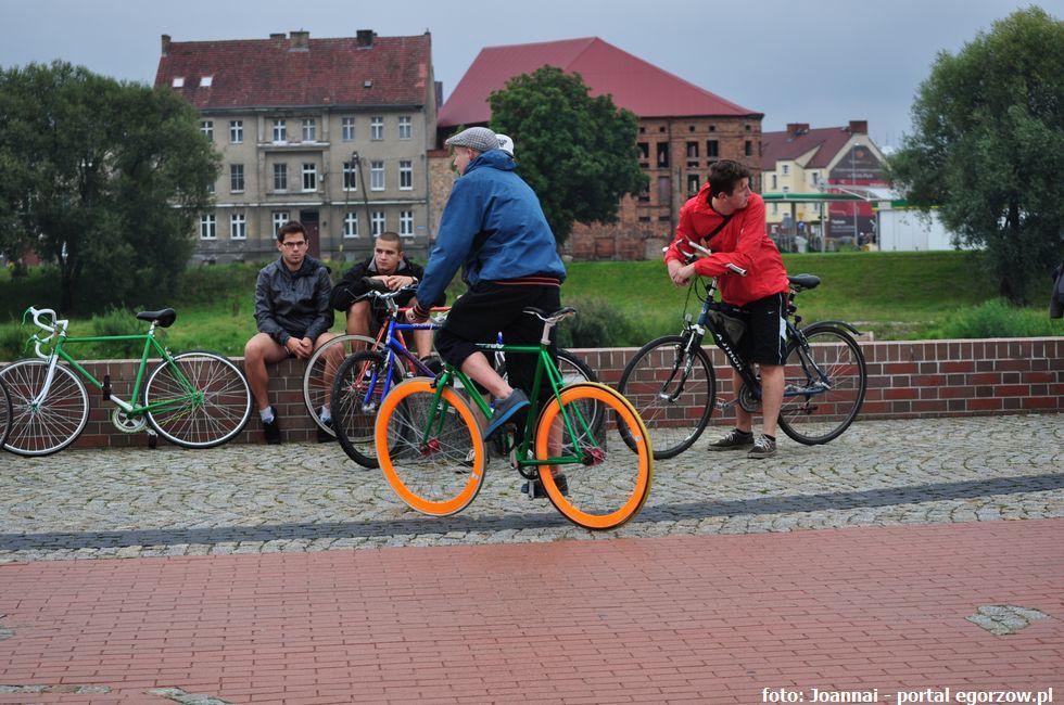 Drogi i ulice , Gorzowski magistrat podpisał umowę dofinansowanie budowy przebudowy ścieżek rowerowych - zdjęcie, fotografia