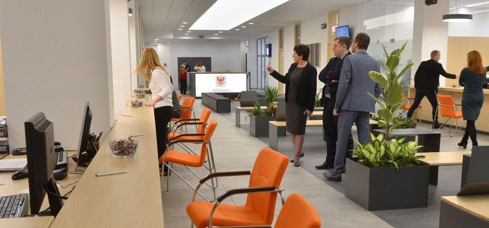 Prezydent miasta, Gorzowianie mogą korzystać wyremontowanej obsługi interesanta siedzibie Urzędu Miasta - zdjęcie, fotografia