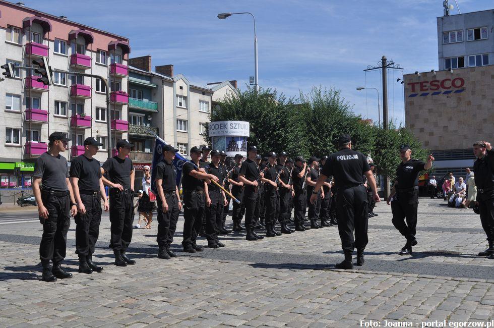 Bezpieczeństwo, nowych policjantów złożyło ślubowanie - zdjęcie, fotografia