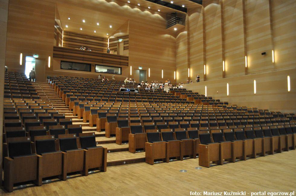 Galerie, Adriana Chodarcewicz pokieruje Filharmonią Gorzowską - zdjęcie, fotografia
