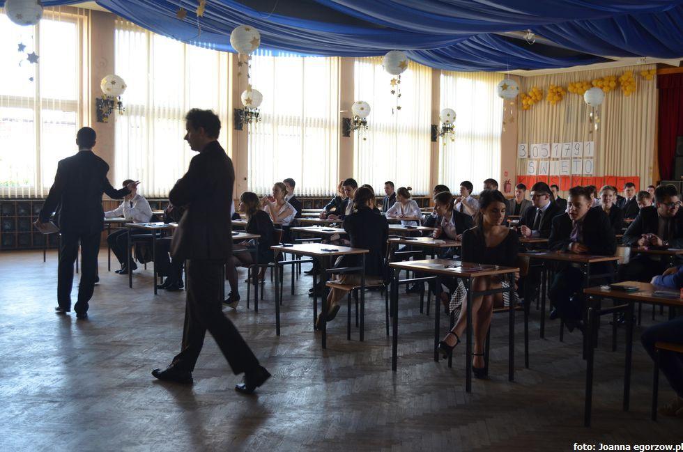 Szkoły - edukacja , coroczna młodzieżowa symulacja obrad - zdjęcie, fotografia