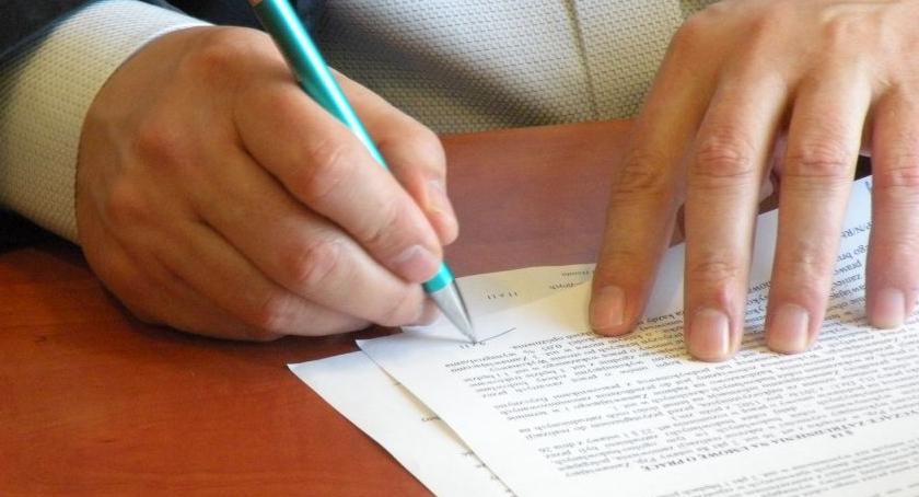 Szpitale - Zdrowie , Szpital podpisał umowę budowę Ośrodka Radioterapii - zdjęcie, fotografia
