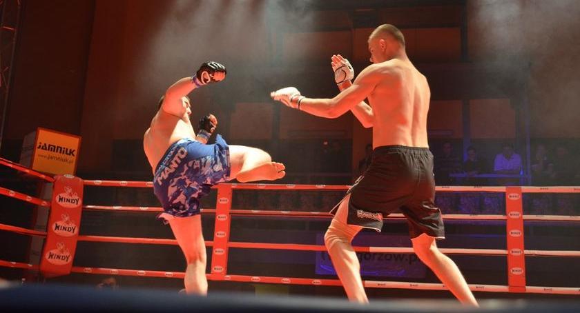 Zagrali dla Aleksa! Zawodnicy MMA lepsi od bokserów