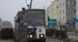 Tramwaj zwany zakochaniem na ulicach miasta