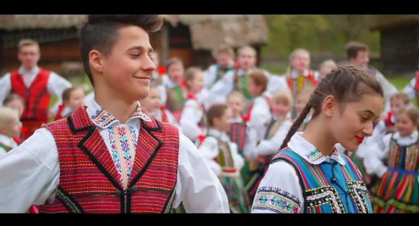Informacje  z Wolanowa i okolic, Zobacz teledysk Wolanianek! - zdjęcie, fotografia