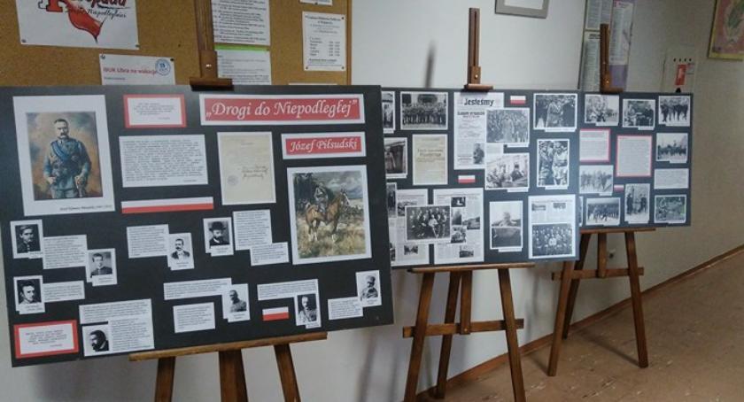 Wystawy , Wystawa poświęcona Józefowi Piłsudskiemu bibliotece - zdjęcie, fotografia