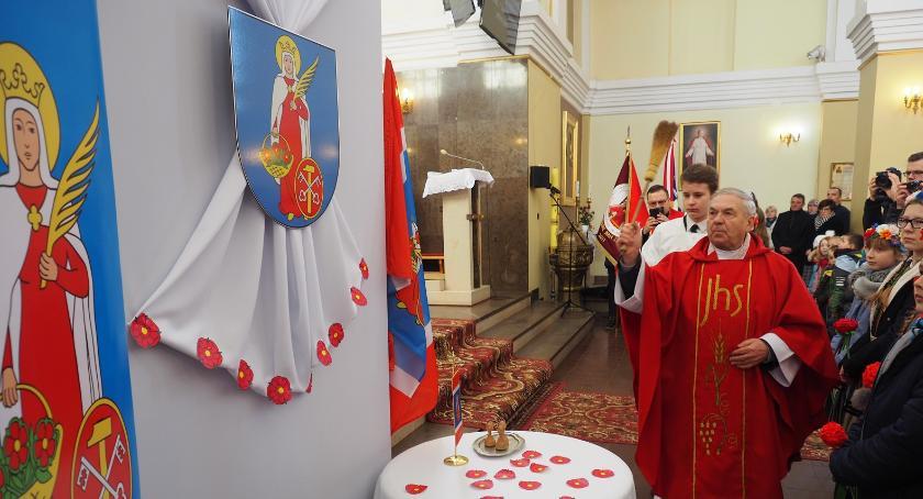 Informacje  z Wolanowa i okolic, Nadanie herbu flagi pieczęci Gminie Wolanów [FOTO] - zdjęcie, fotografia