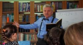 Wojciech Widłak odwiedził bibliotekę w Wolanowie
