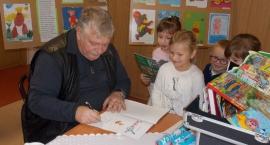 Wiesław Drabik odwiedził Gminną Bibliotekę Publiczną w Wolanowie