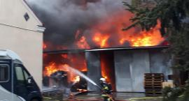 Wielki pożar zakładu tworzyw sztucznych w Sulejówku