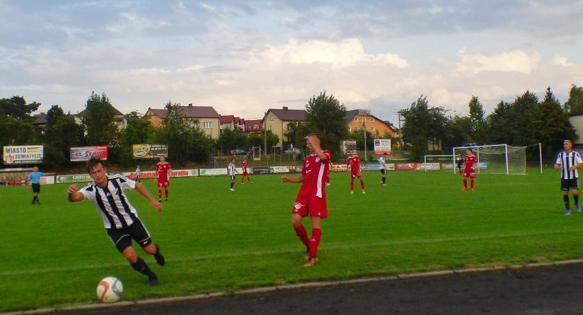 Piłka nożna, Białystok wygrywa Siemiatyczach - zdjęcie, fotografia