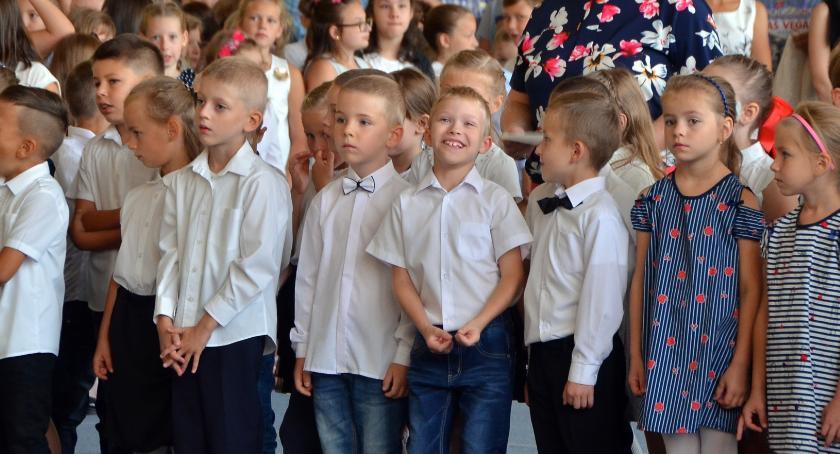 Szkoły - edukacja, Podstawówki liczbach - zdjęcie, fotografia