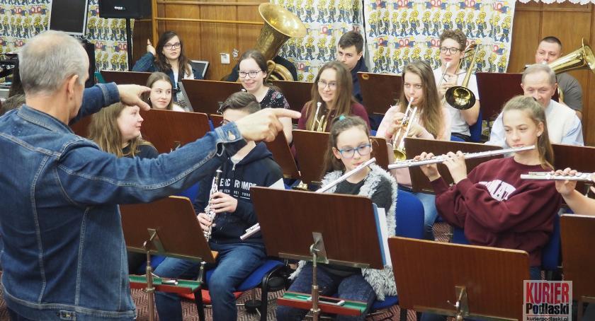 Muzyka - koncerty, Batuta łączy pokolenia - zdjęcie, fotografia